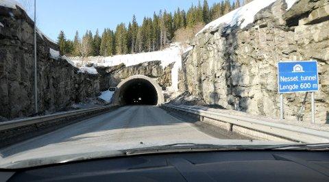 Nesset tunnel livsfarlig mørk.