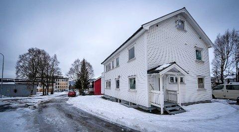 Roger Håkonsen i Zar Eiendom har sendt Rana kommune et forslag til løsning for huset i Myraveien som i dag inneholder syv ulovlige utleieleiligheter.