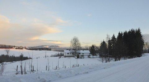 Fra LANDBRUK TIL ANNEN NÆRING: Jorda til eiendommen Råholt på Rudshøgda blir næringsareal, som området rundt. Foto: Jan Rune Bakkelund.