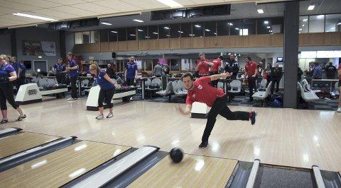 Åpning: I helgen arrangerer Ringerike Bowlingklubb, Nordisk Juniormesterskap i bowling. Martin Moen Stikbakke er en av de lokale utøverene.