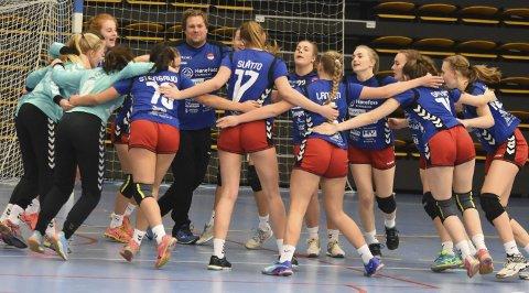 GOD STEMNING: På tampen av fjoråret kvalifiserte HSKs lovende 16-åringer seg til Bringserien. I helgen spilte de to kamper. Begge endte med seier.