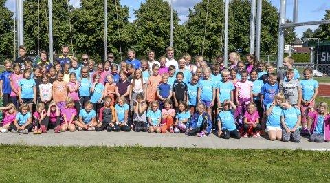 Friidrettsskole i Hønefoss idrettspark har aktivisert over 70 barn den siste uka.