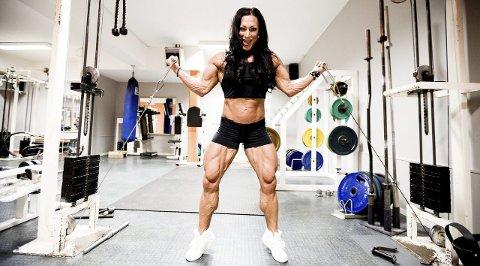 Kroppsbygger Marthe Sundby sier man er nødt for å være selvsentrert når man driver med denne type idrett. Fram mot konkurransen i USA dreier 40-åringens liv seg om kun diett og trening.           FOTO: Tom Gustavsen