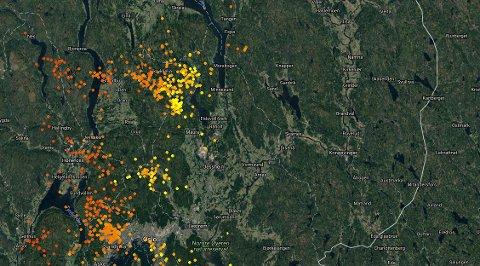 Slik så det ut da tordenværet var på vei inn over Akerhus og Østfold tidligere i kveld.