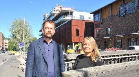 SNARTIMÅL:Utleieansvarlig Jan Erik Løwer i Aberdeen og senterleder Lene Eriksen kan endelig gå ut med en åpningsdato for nye Mosenteret.