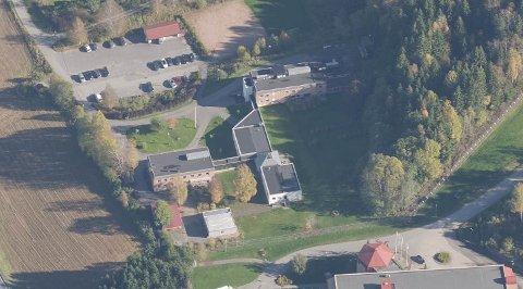 Bo- og behandlingssenteret i Hyggenveien i Røyken, Manifestsenteret, søker Asker kommune om tillatelse til å bygge ut lokalene.