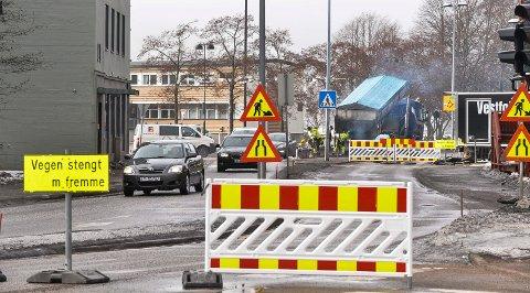 STENGT: Arbeide med den nye vannledningen i Thor Dahlsgate førte til at Tollbugata måtte stenge på onsdag.