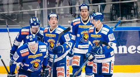 MER JUBEL: Sparta-spillerne Joachim Nermark (nummer 10), Henrik Malmström (69),  Henrik Knold (14), Kalle Ekelund (24) og Andreas Klavestad (5) håper på mer jubel i Stjernehallen i kveld.