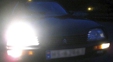 Viktig: Høstmørket krever gode lys på bilen.illustrasjonsfoto