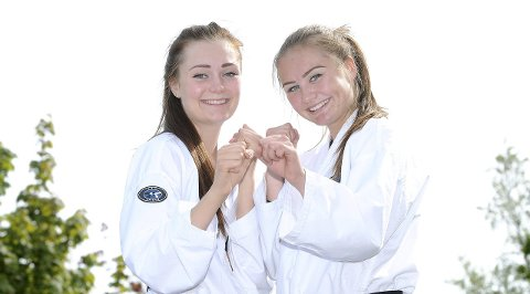 KLARE FOR ITALIA: Ellen og Merethe Solli klarte målsettingen om å komme på landslaget sammen i 2015. Mandag setter søstrene seg på flyet til Italia der de skal få oppleve verdensmesterskapet i taekwondo sammen. foto: ole martin møllerstad