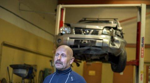 FORKASTELIG: Tor Alm, styreleder i Norges Biloppsamlers Forening, reagerer på sakene i TA der et bilvrak ble solgt videre til flere forhandlere og lagt ut for salg på nett.- Vi ser svært alvorlig på saker som dette, sier han.