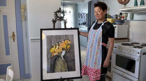 Gleder seg: Toril Røsand gleder seg til å reåpne Posthuset Kunst og Kremmeri i det gamle posthuset på Veiholmen. Lørdag inviterer hun til kjøkkenkonsert med Hjemmelaget.