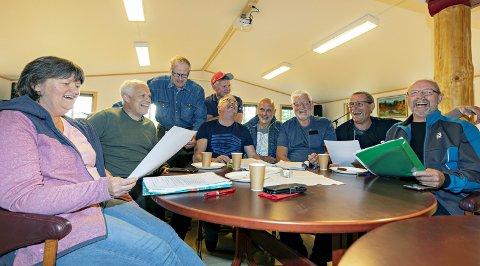 Leseprøve: Fra venstre: Åse Dyrhaug, Håvard Jostein Kongshaug, Helge Slatlem, Bjørn Dyrset, Halvor Folland, Arne Roger Smenes, Roald Sevaldsen og Kjell Inge Jørgensen.