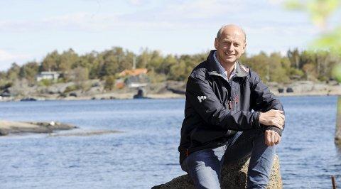 HYTTEMEGLER: Eiendomsmegler Tore Solberg har solgt fritidseiendommer i mange år. – De fleste har nok innfunnet seg at det blir Norgessommer i år også, det setter trolig i gang en ekstra iver etter å få seg en hytte.