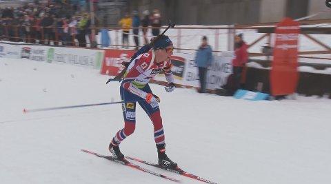 Det var ingen som kunne tukte Vegard Bjørn Gjermundshaugs innsats, under søndagens renn i IBU-cupen i Brezno-Osrblie i Slovakia. Her krysser han mållinja under lørdagens sprintrenn på samme sted.