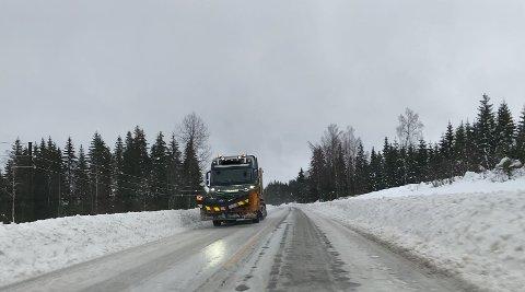 OMKLASSIFISERT: Statens vegvesen omklassifiserte vintervedlikeholdet på riksveg 3 fra driftsklasse B til driftsklasse C  med mindre saltbruk foran denne driftssesongen.