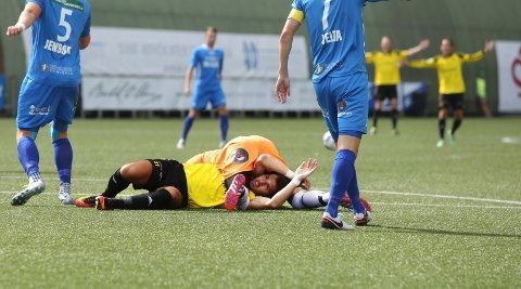 TAPTE STORT: Bærum fikk det blytungt hjemme mot Notodden, og tapte tilslutt 0-4 på Sandvika Stadion. Her ligger Erblin Llullaku nede etter en duell tidlig i kampen.