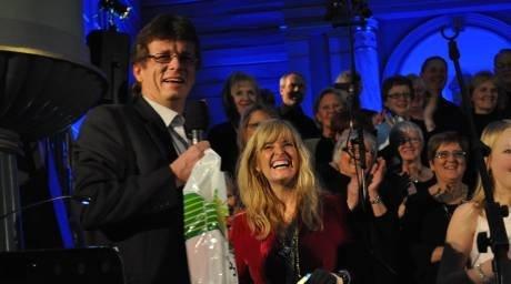 KORONA-STANS: I fjor var det første gang på 20 år at Alvik Svindland ikke fikk mulighet til å tromme sammen til julekonsert. Her fra før pandemien, med Hanne Krogh i Flekkefjord kirke.