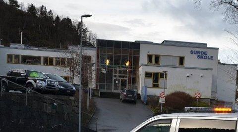 SUNDE SKOLE: Elever ble truet med kniv på barneskolen. Skolen har vært i kontakt med aktuelle instanser.