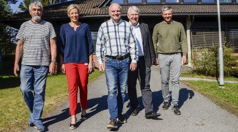 100 mbit/s: Gustav Kalager (f.v.), Tine Norman, John-Arne Haugerud, Arve Andersen og Stian Engen, skal de to neste årene sørge for å oppgradere digitalnettet i deler av Sigdal og Krødsherad, til bredbåndshastigheter på minst 100 Mbit i sekundet.