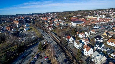 Ny jernbanestasjon: – Det må bygges høyt i området med gangavstand hit hvis fylkesplanens visjoner skal slå til, skriver Rolf M. Gjermundsen om at ny jernbanestasjon, eller kollektivknutepunkt, skal legges til Grønli.