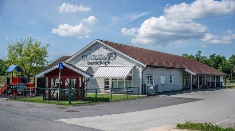 Rapport: Fylkesmannen mener at Gråtass barnehage på Torp skal tilbakebetale fire millioner kroner til Fredrikstad kommune. Eierne slår tilbake med at Fylkesmannens rapport er full av feil.