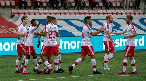 FFK har 18 spillere på kontrakt i 2021. Philip Aukland (fra venstre), Anas Farah Ali, Ayoub Aleesami, Riki Alba, Maikel Nieves, Henrik Kjelsrud Johansen og Thomas Drage har alle kontrakt videre.