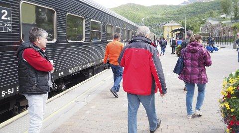 Tre og dagen: Kommende sommer vil persontoget «Karven» mellom Narvik og Kiruna gjenoppstå i nesten tre måneder. Dette kommer til tillegg til de to nattogene mellom Narvik og Stockholm og Göteborg, SJ tror at det ekstra togtilbudet vil få stor betydning på de ulike destinasjonene på jernbanen mellom Kiruna og Narvik.Foto: Terje Næsje
