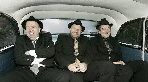 HELTENE: – Det blir MYE festival i sommer, sier Kjetil Foseid  i Vazelina Bilopphøggers, her i baksetet med Jan Einar Johnsen og Eldar Vågan.