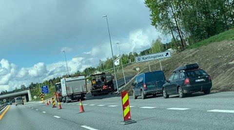 FERDIGSTILLES: PEAB er i gang med å ferdigstille kjettingplassen på riksveg 4. Den ligger ved Haugsbakken på Jaren.