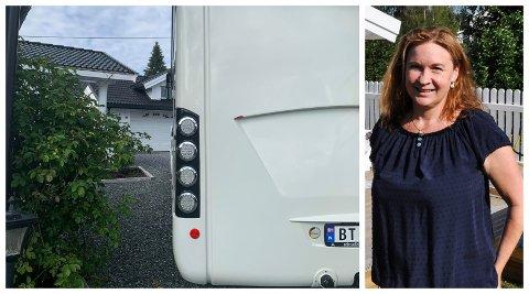 SJOKK: Det var et sjokk for Jeanette Westhagen å oppdage at noen har skutt hull i den nye bobilen deres.