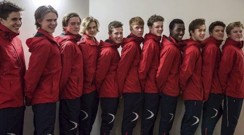 Landslaget: Haugesunderne Skage Lysgaard (helt til høyre) og Jo Baitewar Frøyland Skagseth (nummer fire fra høyre) sammen med resten av det norske landslaget. FOTO: henrik moum