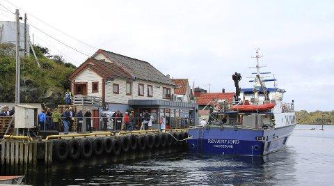 Klar til avgang: Turister og fastboende venter på returen til Haugesund.