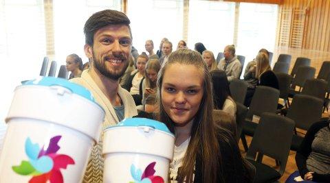 Krafttak mot kreft: – Støtt en god sak, oppfordrer Geir Ringvold og Sofie Drag i «Krafttak mot kreft». Torsdag kommer russen til ei dør nær deg. Foto: Stine Skipnes