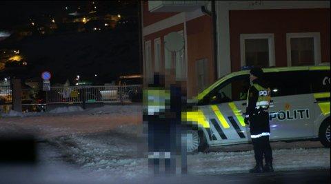PÅ JOBB: iFinnmark var med politiet på jobb i Hammerfest en helg. Foto: Skjermdump av teaser til episodene
