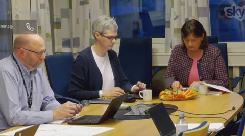 HELSE NORD: Fagdirektør Geir Tollåli (til venstre) og administrerende direktør Cecilie Daae (til høyre) orienterte mandag Helse Nords styre via videomøte.