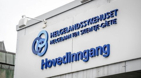 Helgelandssykehuset skulle behandle bruddskader hos en pasient. Ni uker senere oppdaget de at bakstykket som stabiliserte bruddene var montert opp ned, og pasienten måtte behandles på nytt.