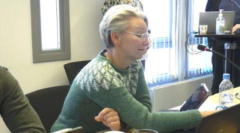 REAGERTE: Styremedlem Eva Monica Hestvik var tydelig preget da hun fyrte løs mot den uavklarte situasjonen rundt tarmkreft ved Helgelandssykehuset.