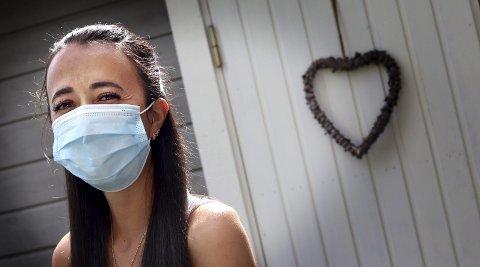 Får en del blikk: – Jeg er ikke syk selv om jeg bruker munnbind, sier Michelle Larsen. foto: jarl Rehn-Erichsen