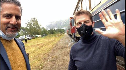 Kulturminister Abid Raja t.v. sammen med skuespiller Tom Cruise som er i Romsdalen for å spille inn nok en utgave av Mision Impossible.