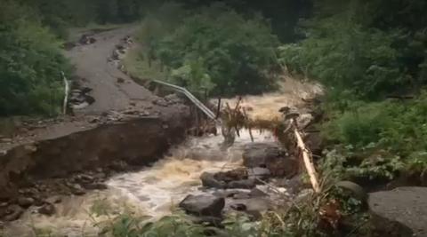 Slik så det ut da elva Bæla i 2014 flommet over.