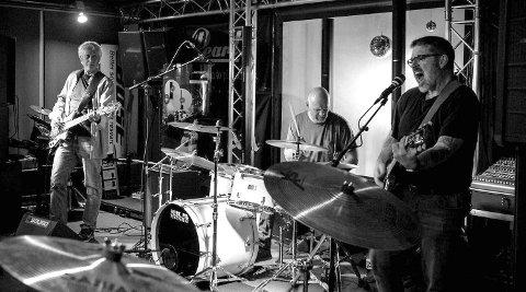 HØYTRYKK: Bandet består av bassist Per Harald Vold (fra venstre), Bjørn Tore Karlsen bak trommene og Harry Sørensen på gitar og vokal.