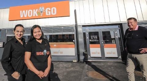 FORNØYDE: Mandag åpnet Wok& Go i Varnaveien på Høyda. Driverne tror de har funnet suksessoppskriften. Fra venstre driftsjef Isabel Ibanez, daglig leder Sasi, og styreleder Arild Samuelsen.