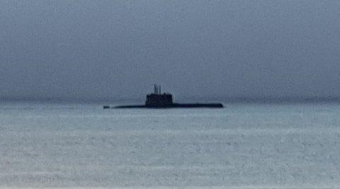 GAMMEL TRAVER: En ubåt av ULA-klassen dukket opp i tåke utenfor Tromsø i morges. Foto: Nordlys-tipser