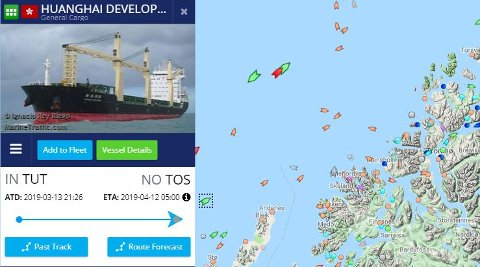 LEVERER TÅRNENE: Delene som utgjør 20 tårn til vindmølleparken på Kvaløya kommer til Tromsø i morgen med skipet Huanghai Developer som torsdag kveld nærmet seg kysten av Tromsø. Skjermdump: Marinetraffic.com