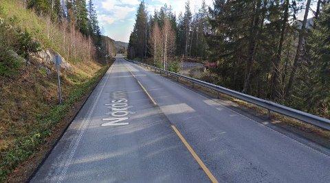 TATT: En valdris i 40-åra brukte mobilen under kjøring, ifølge politiet. Det mener også Gjøvik tingrett. Mannen ble stanset på fylkesvei 33 i Nordsinni.