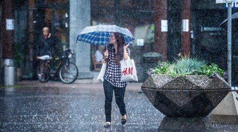 Det kan komme mye regn på lørdag, men meteorologen vet ikke akkurat hvor.