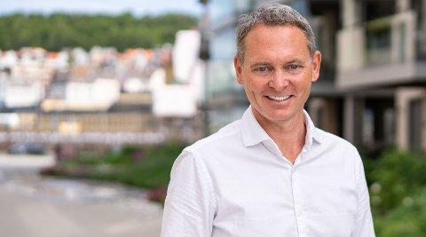POSITIVT: Rune Holmefjord Jakobsen i DNB Eiendom er svært fornøyd med trenden han ser i det lokale boligmarkedet.