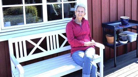 Trives her hele året: Anniken Hauge på terrassen til Hvasser-hytta. Foto Kaare Weider