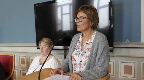 KOMMUNALSJEF: Kommunalsjef Aud Fleten og hennes stab har overdrevet språk og vært utydelige  i nye saksdokumenter.